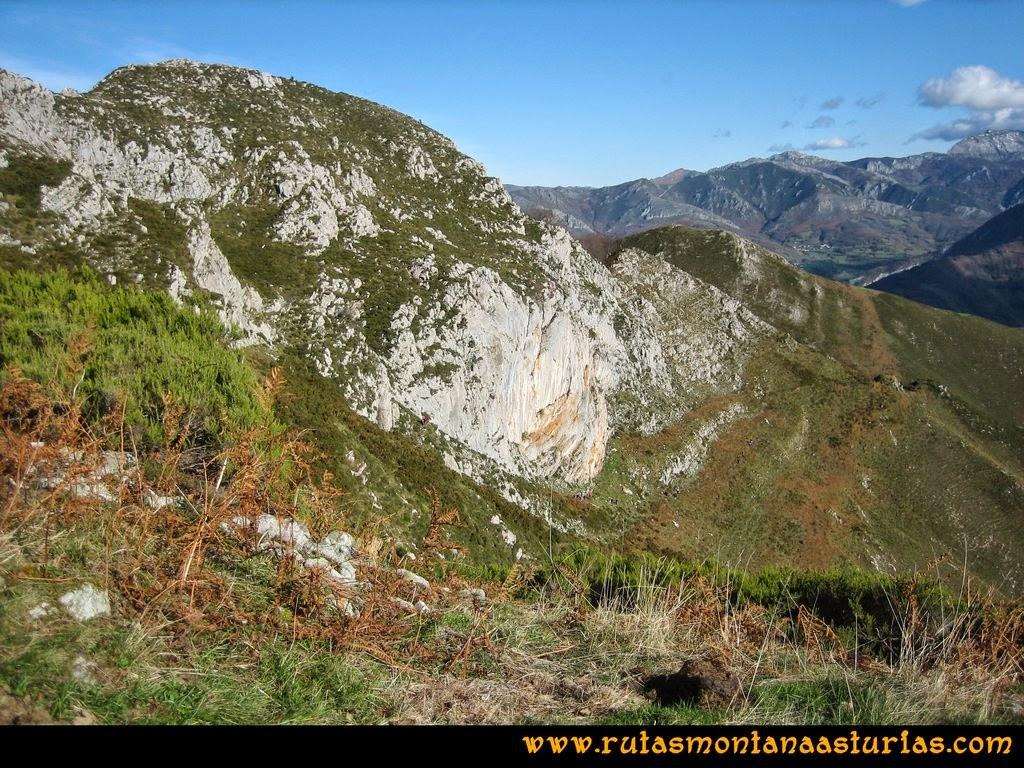 Ruta Cuyargayos: Vista del cresterío del Cuyargayos.