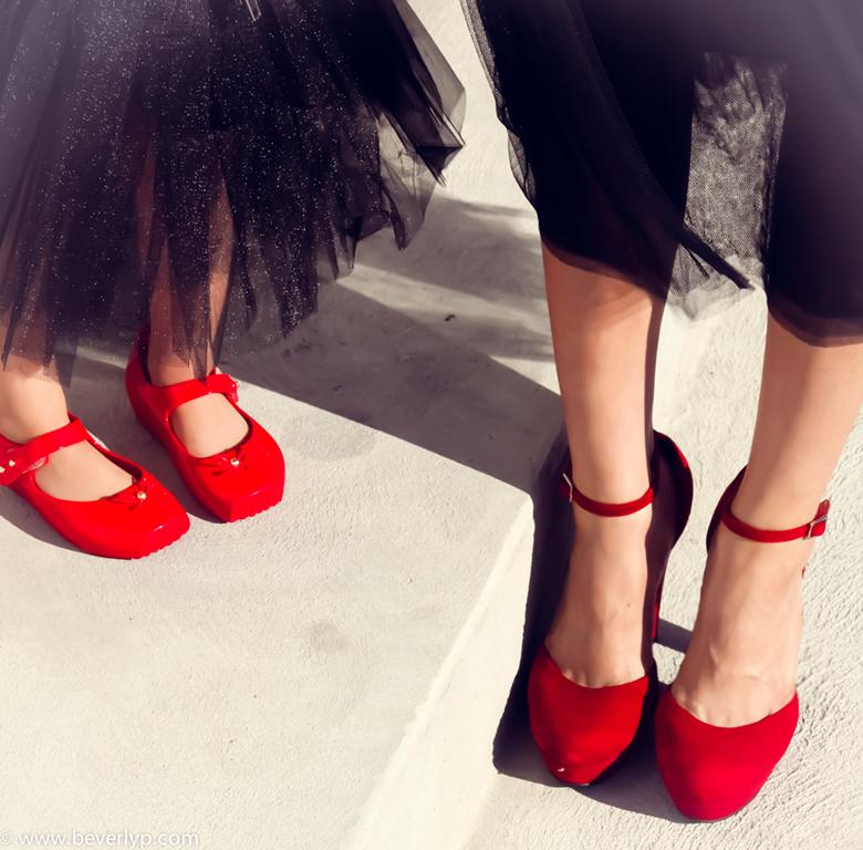 zapatos rojos madre e hija