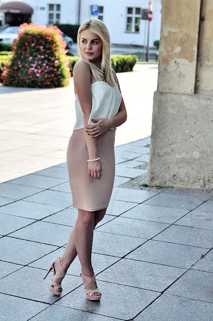 http://www.newdress.com/women-fashion-sexy-elegant-two-pieces-strapless-sleeveless-backless-ruffle-crop-tops-and-solid-pencil-skirt-set-p-24465.html?utm_source=lb&utm_medium=cpc&utm_campaign=Fionalb082