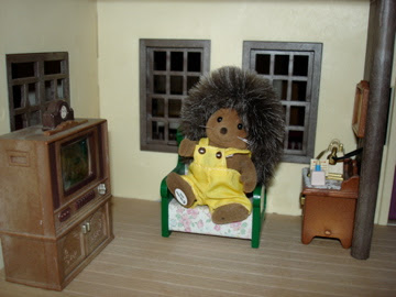 Sylvanian Families Oakwood Manor House Mortimer Bramble Hedgehog televsion vintage armchair