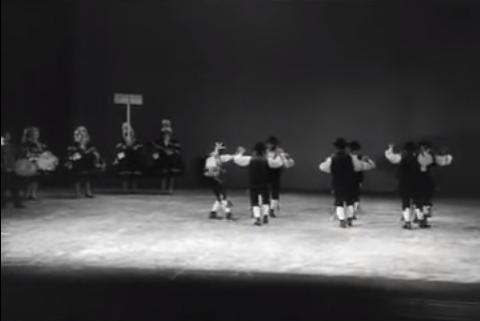 Danza del Pie y El Mambrú (Montehermoso, Cáceres, 1972)