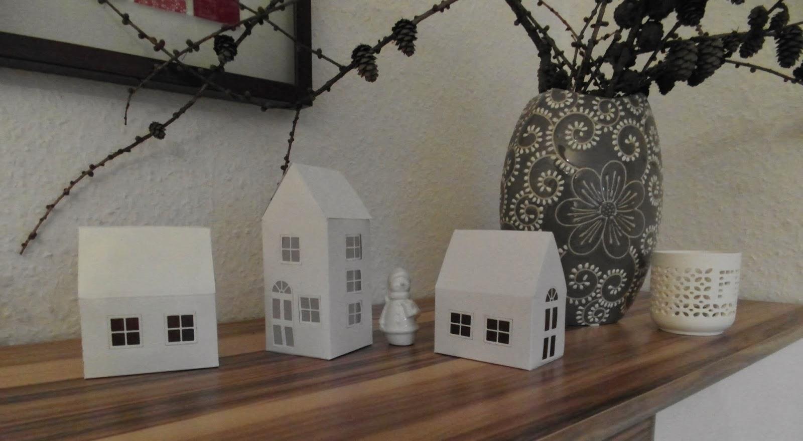 haus voller ideen weihnachtsdorf aus papier. Black Bedroom Furniture Sets. Home Design Ideas