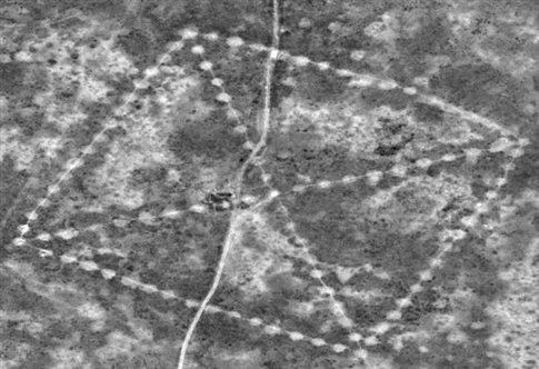 H NASA ερευνά μυστηριώδη γεωγλυφικά 8.000 ετών στις στέπες του Καζακστάν