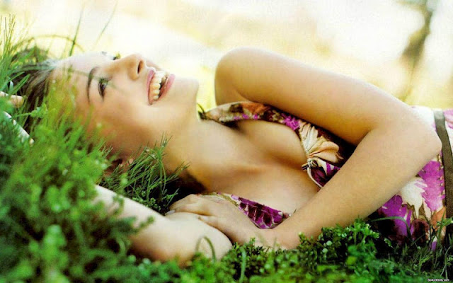 Natalie Portman hot sexy image