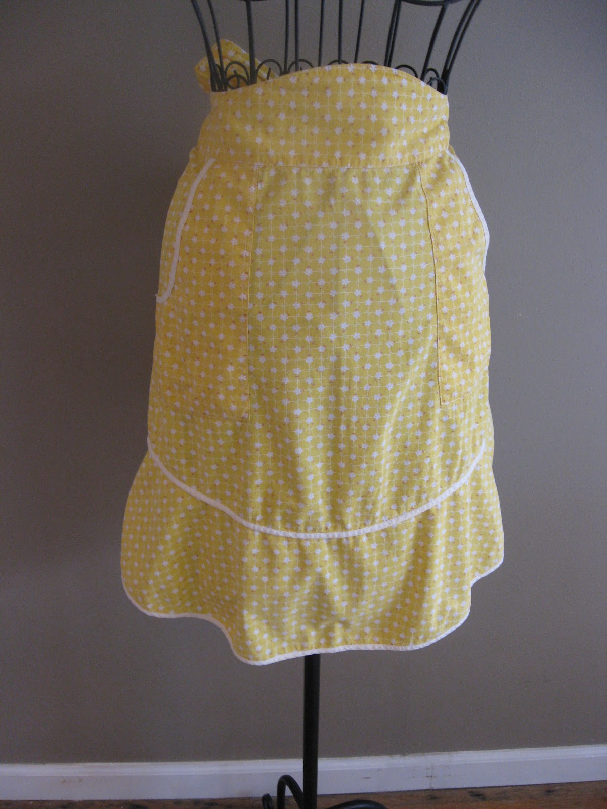 Of Wool and Loveliness Vintage Kitchen Aprons