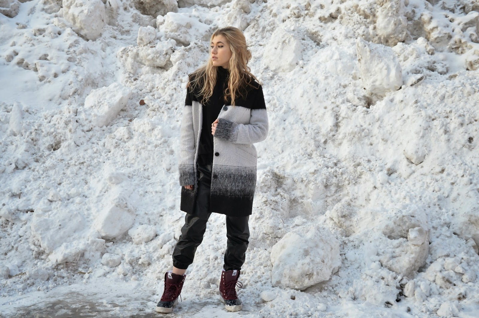 Blogger,sporty,street style, Mermaid Waves,Snow boots,Winter Coat, Chicago