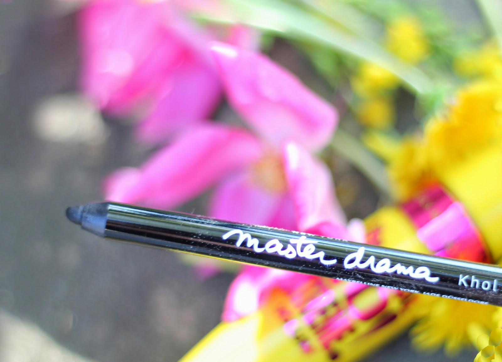 photo-maybelline-master_drama_khol_liner