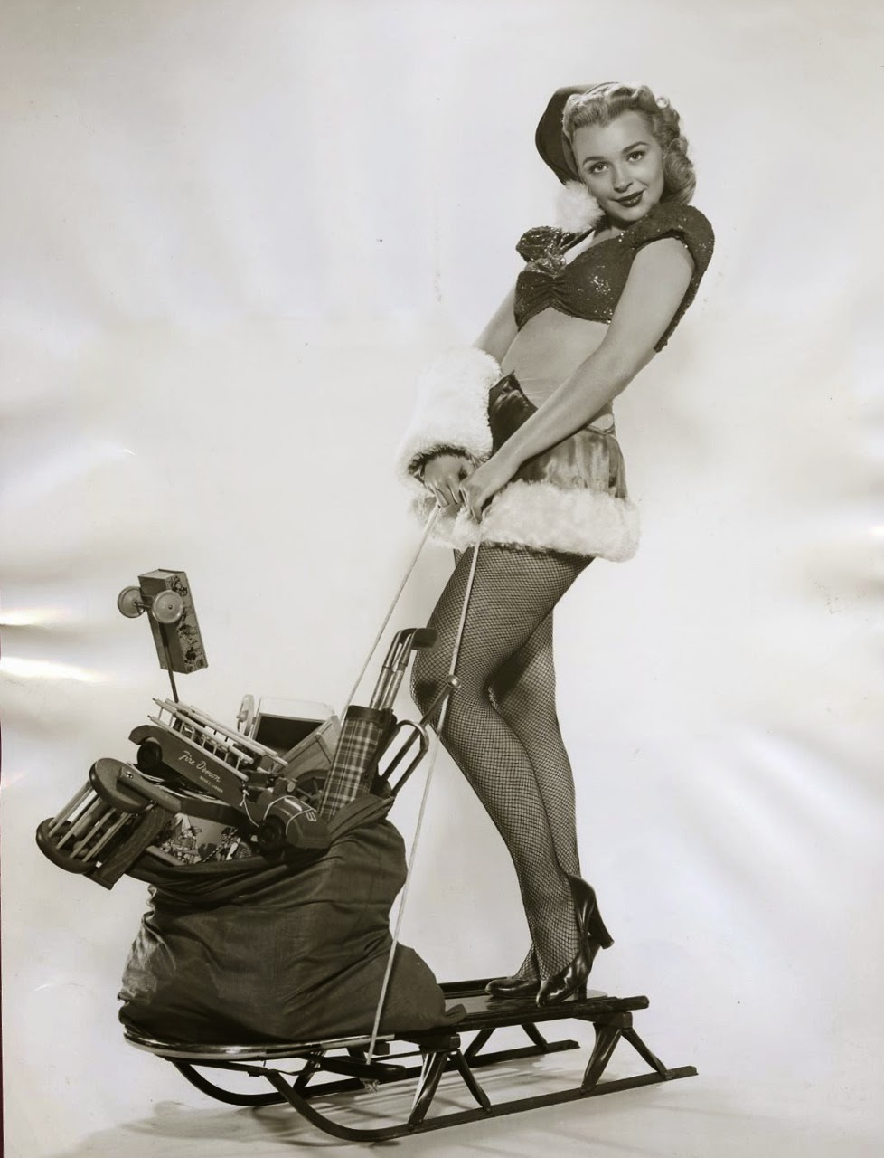 Vintage everyday 30 vintage hollywood starlet christmas pin up photos