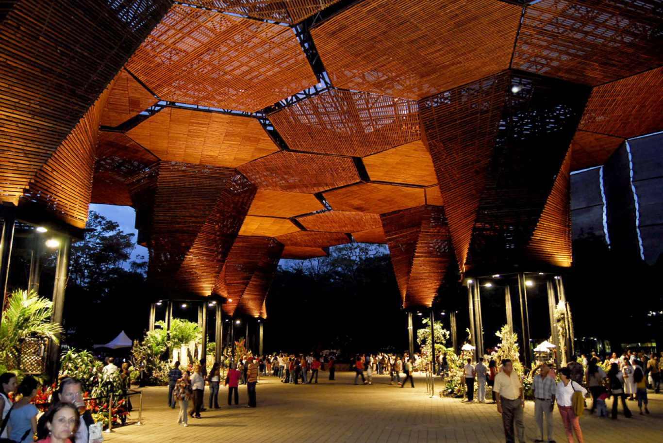 Descubre tu mundo destino medell n colombia en sus for Jardin botanico bogota nocturno 2016