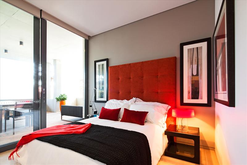 Ideas for Bedrooms: Modern Red and White Bedroom
