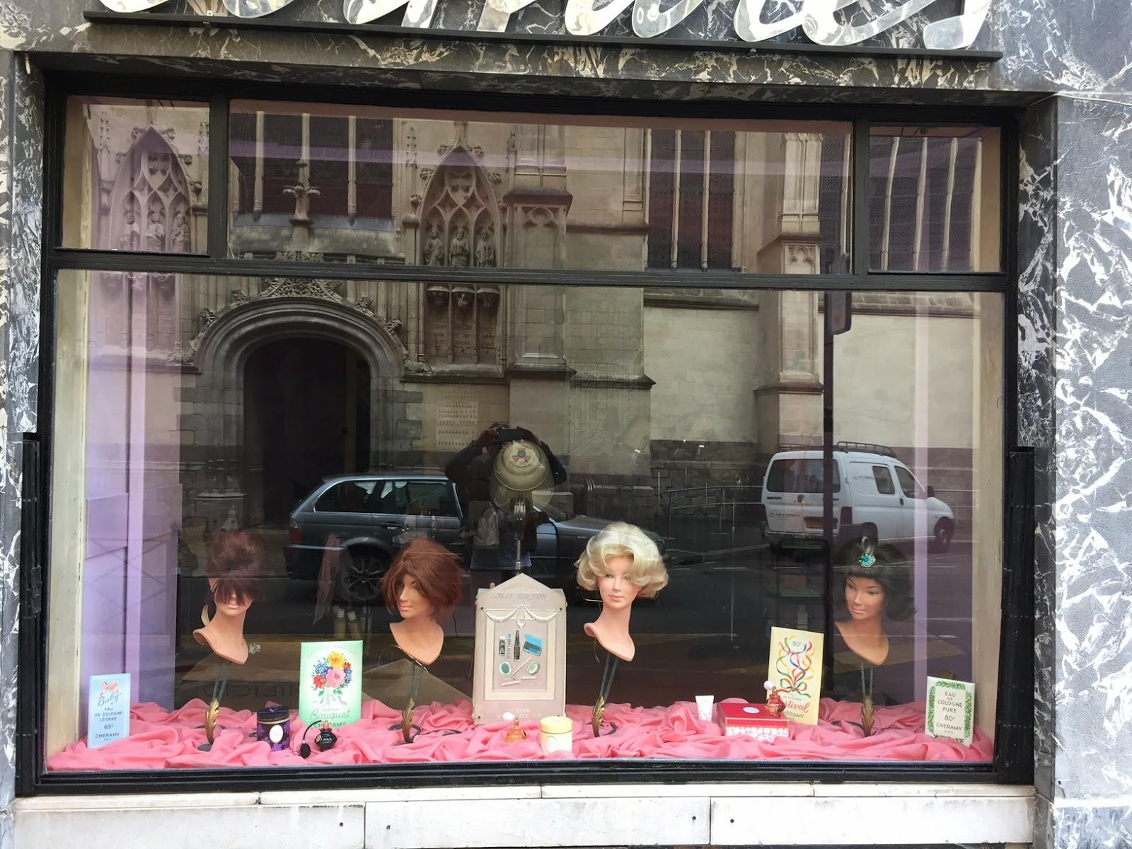 Remplacement d'une vitrine de magasin das l'hypercentre de Lille