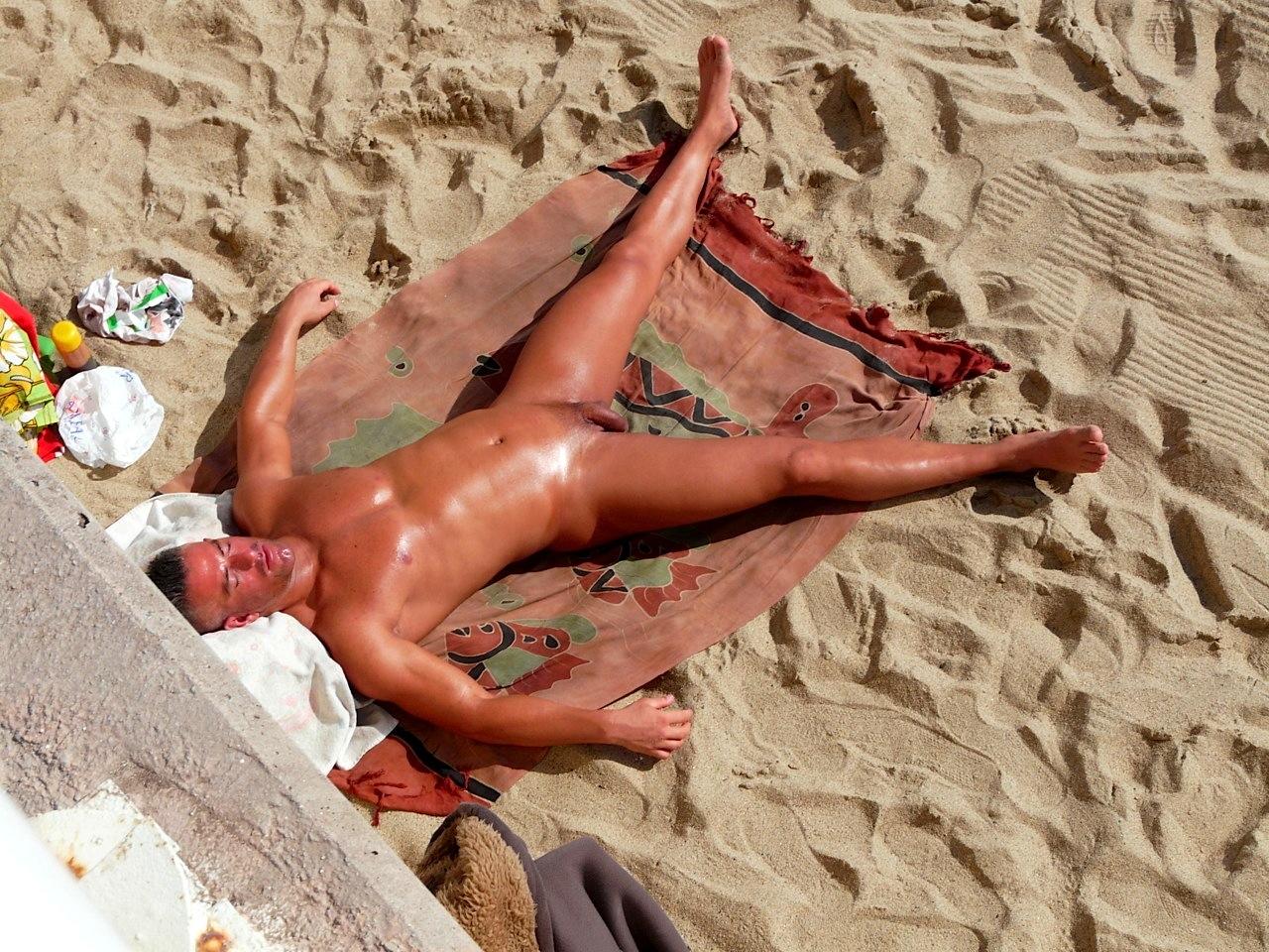 Эротические фото мужчин на пляжах 18 фотография
