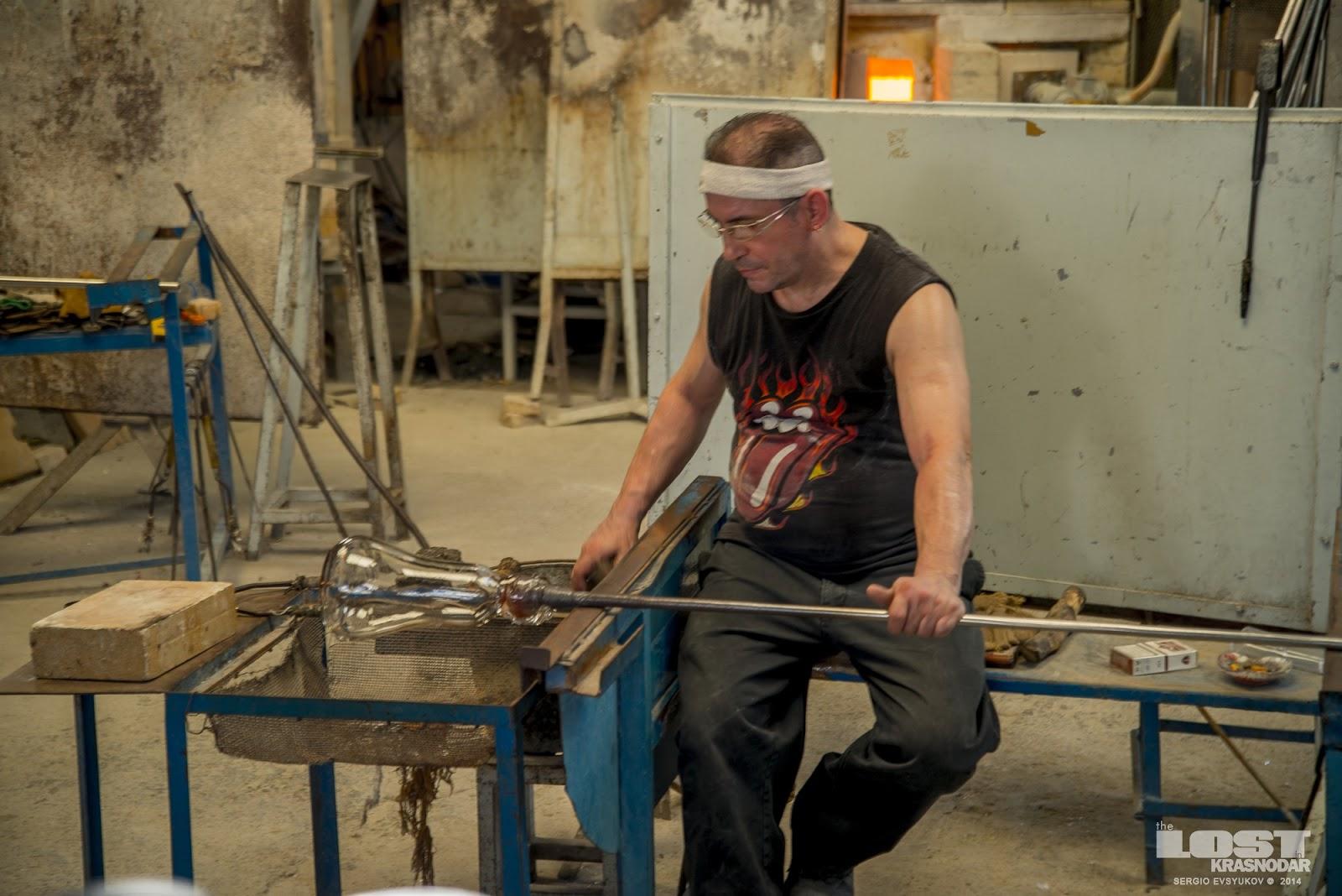 Glassmakers in Spanish village