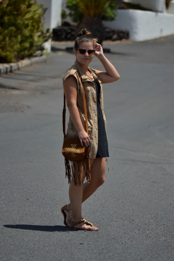 Look_Outfit_Chaleco_Safari_Bolso_Flecos_Primark_Collar_eBay_Nudelolablog_03