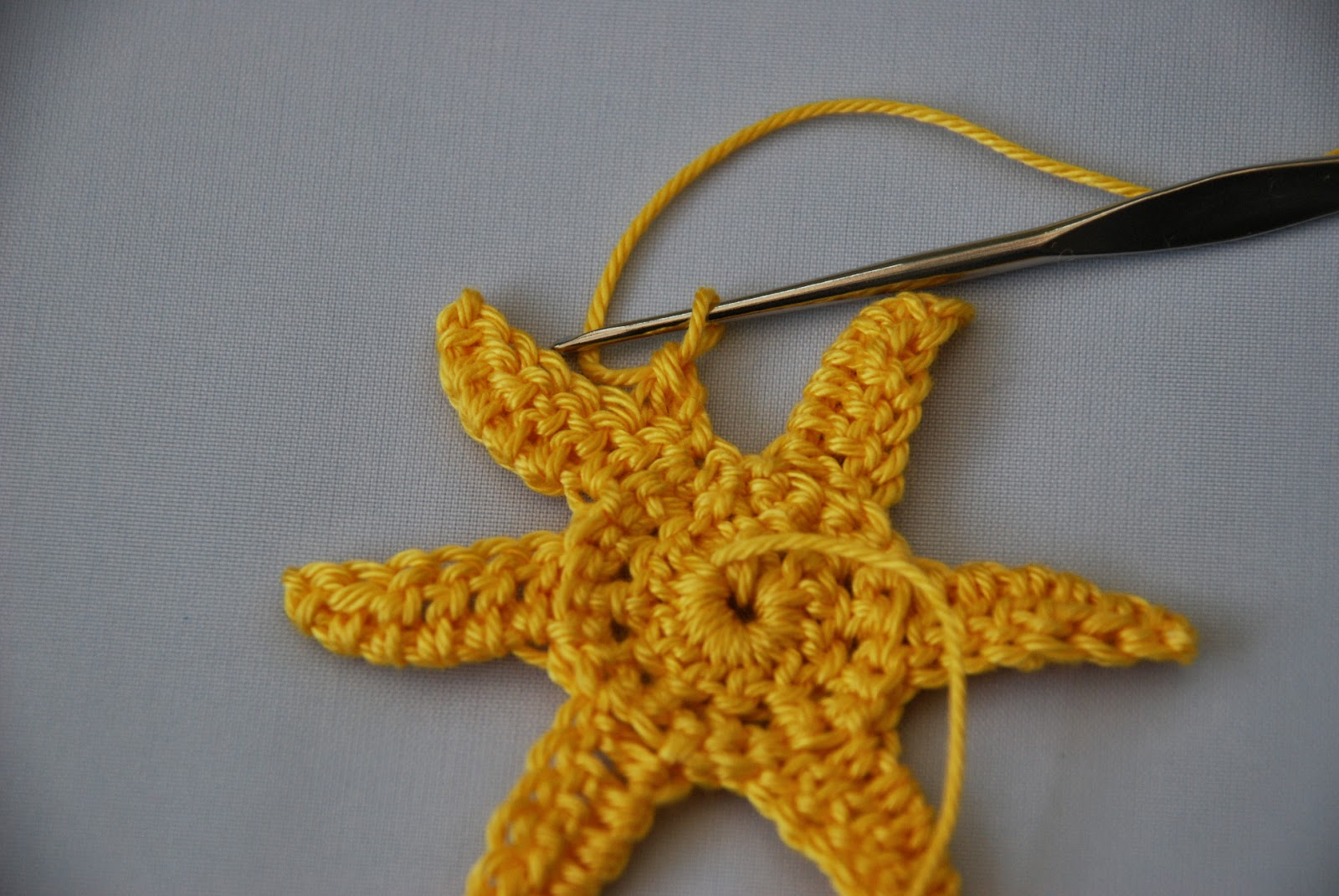 Crochet Daffodil pattern and tutorial: image of wrong side of work