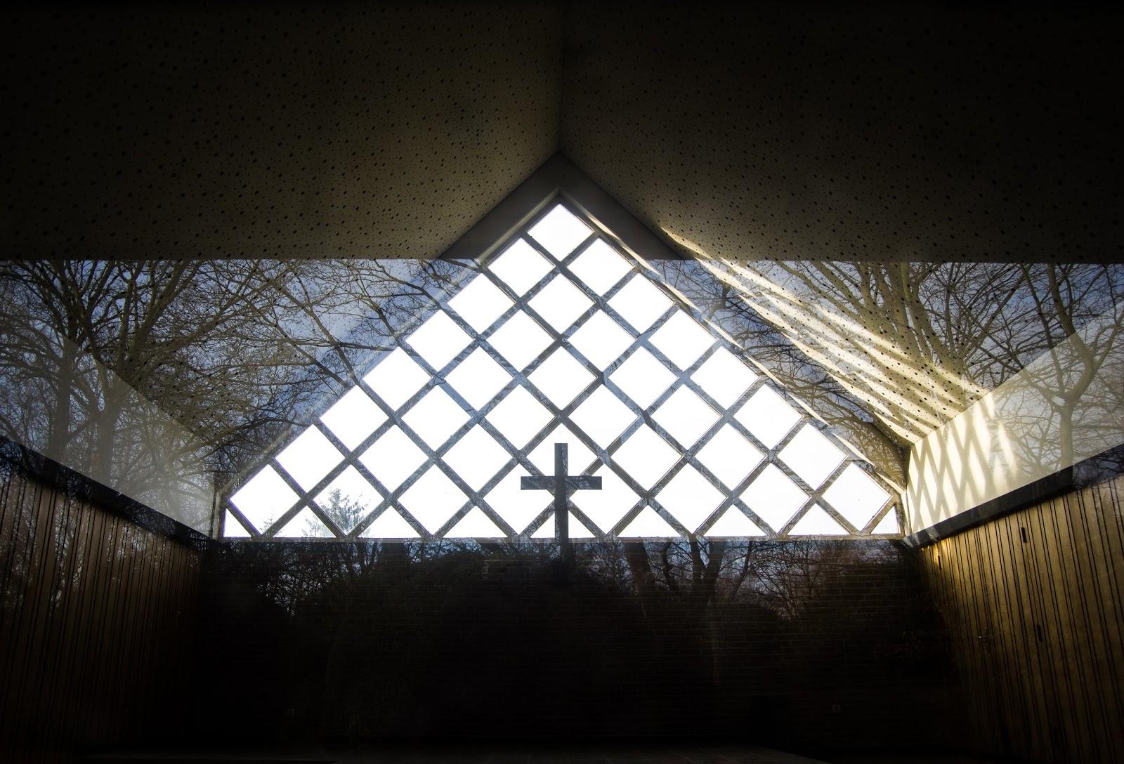 Bestattung Kirche auf dem Friedhof  in Immerath Garzweiler Reportagefotografie Andreas Blauth