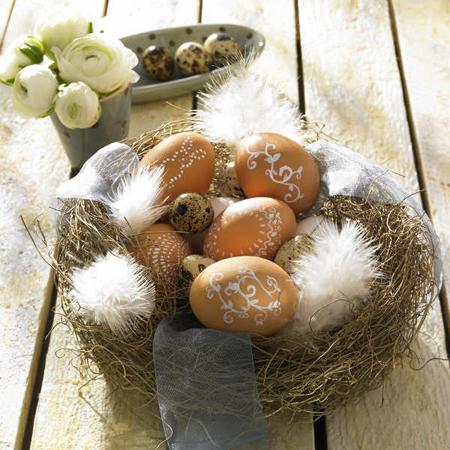 Великденска украса с яйца от пъдпъдък