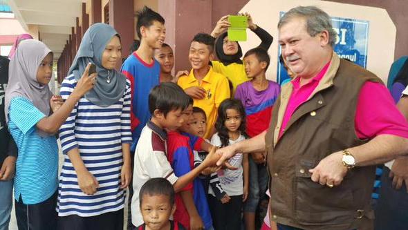 Gambar Sultan Johor Lawat Mangsa Banjir Di Kluang 27-12-2014
