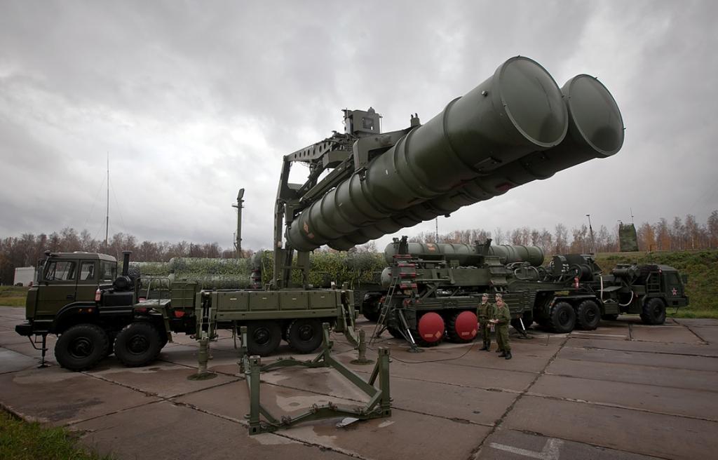 Até 2020 doze regimentos armados com o sistema de defesa antiaérea S-400 Triumf deverão estar protegendo Moscou