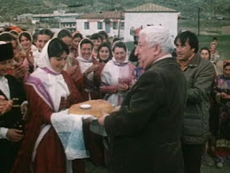 Расул Гамзатов с почитателями своего творчества