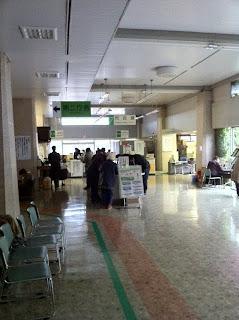 非常用電源で業務を続ける越谷市役所で住民票異動