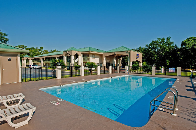Best western riviera inn foley alabama save 10 for Best western pool