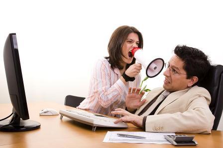 المرأة والزوجة الزنانة..تجعل الحياة أكثر كئابة - امرأة تتكلم فى مكبر صوت - تصرخ فى رجل - Woman shout at man