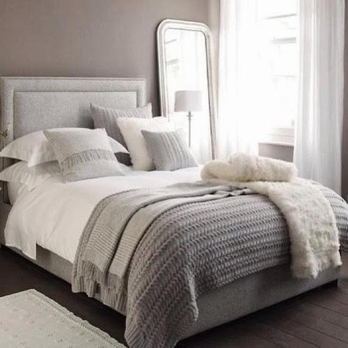 Wat een gezellig bed! Dat witte doorschijnende stofje boven het bed ...: jonnelucia.blogspot.com/2013/12/meidenkamer-inspiratie-3.html