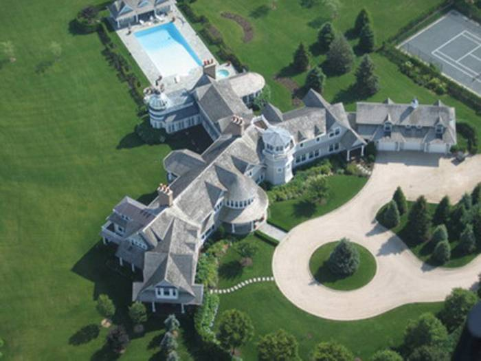 Fairfield Pond, The Hamptons in the 4th place. This 63 acre home is considered the largest residential compound in America. The 29 bedroom beachfront home of publicity shy billionaire Ira Rennert has 5 sports courts, a bowling alley and a $150,000 hot tub.