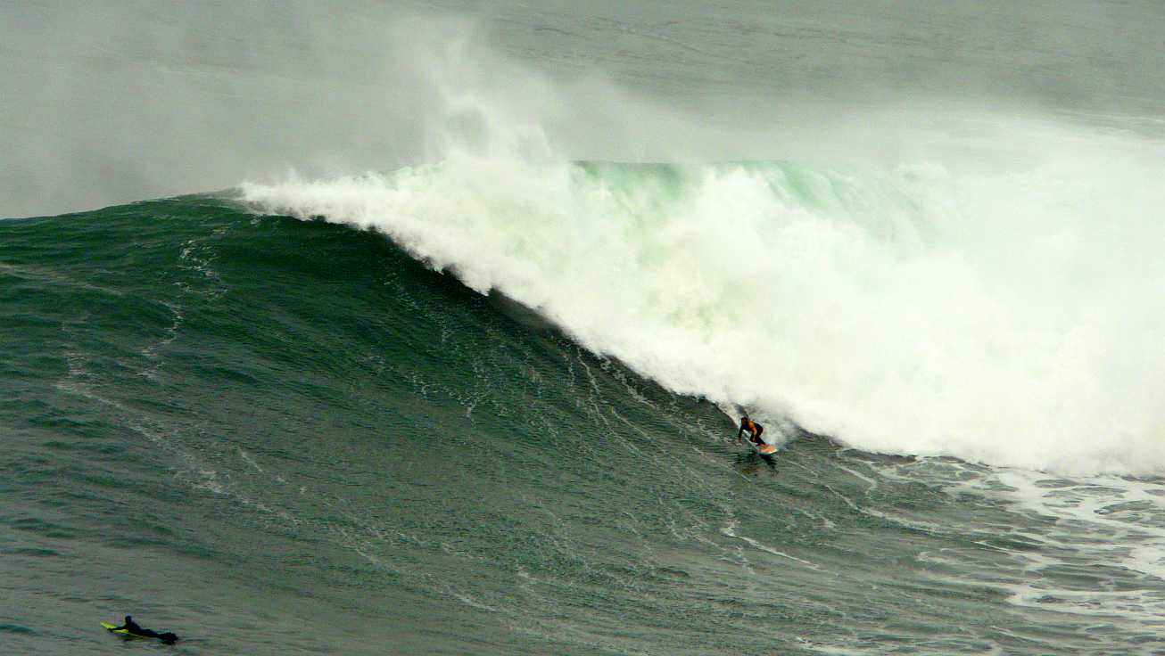 surf menakoz diciembre 2015 olas grandes 51