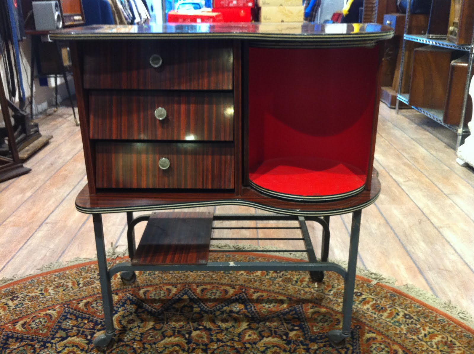 Decoraci n vintage antiguitats baraturantic mueble bar - Muebles anos 60 ...