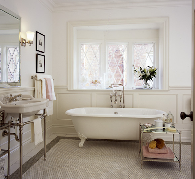 vintage clawfoot tub, off white paint