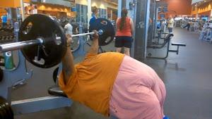 Un hombre que pesa más de 300 kilos muestra su duro entrenamiento en la web
