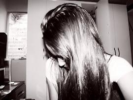 ¿ Sabes la típica chica perfecta? Pues yo soy la de al lado, la que siempre tropieza.