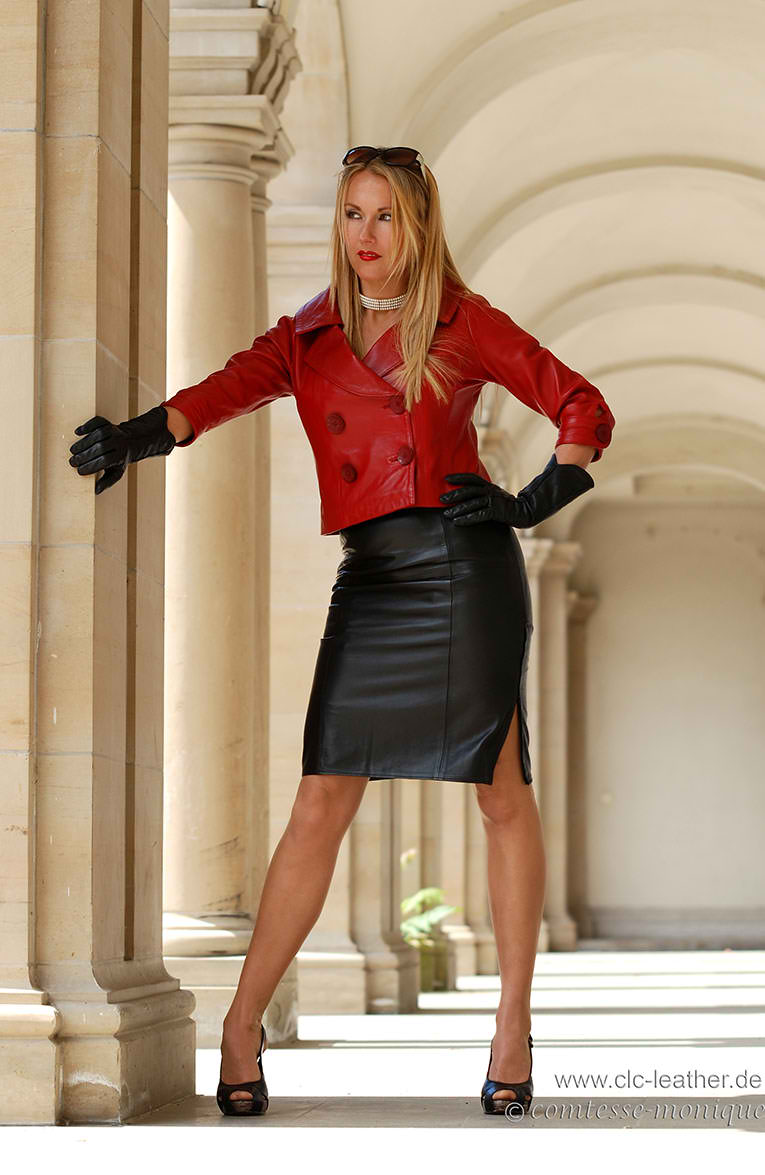 Comtesse Monique http://www.leatherleatherleather.com/2012/06/comtesse-monique-leather-12.html