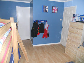 red, white and blue mod theme bedroom