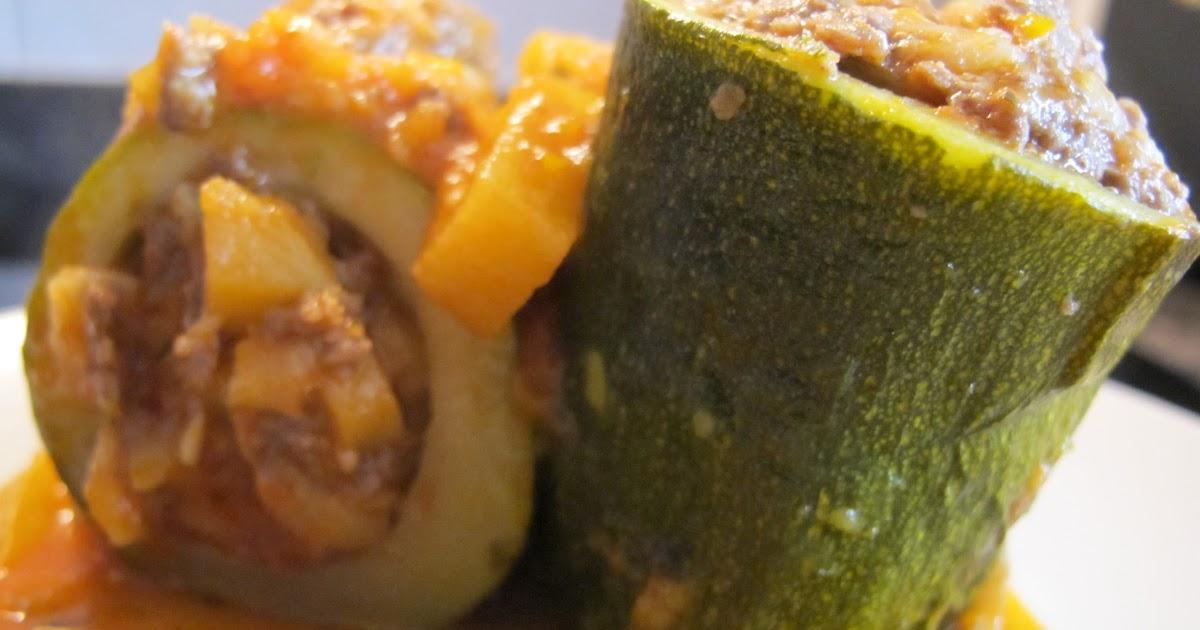 Raquelina dulce y fina calabacines rellenos en salsa - Chipirones rellenos en salsa de tomate ...