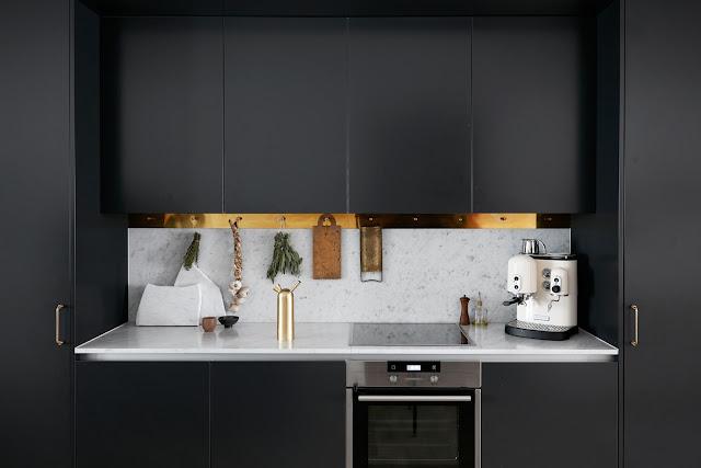 Kok Marmor Massing : by Svedin Ett kok i svart, marmor och mossing