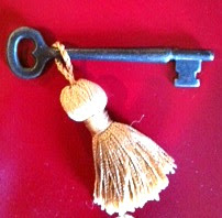 "alt=""antique skeleton key"""