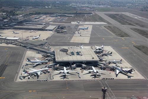Η διάρκεια των απευθείας πτήσεων από το αεροδρόμιο της Αθήνας προς το αεροδρόμιο της Ρώμης που θα επιλέξετε είναι 2 ώρες και 15 λεπτά.
