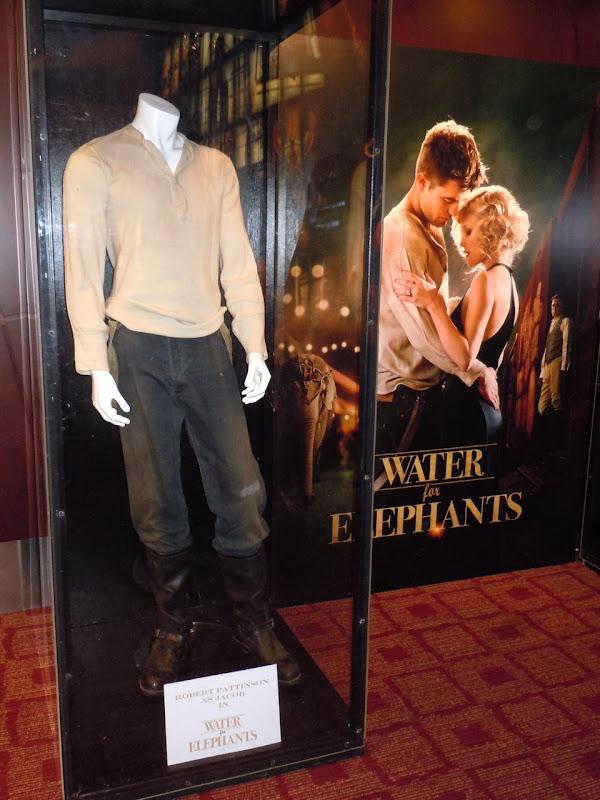 Robert Pattinson Water for Elephants costume