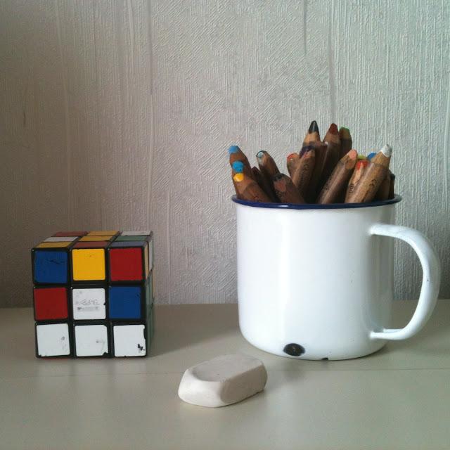 vintage enamel mug holder rubic cube