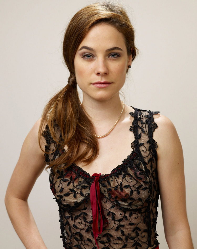 Canadian Celebrities Hairstyle - Caroline Dhavernas