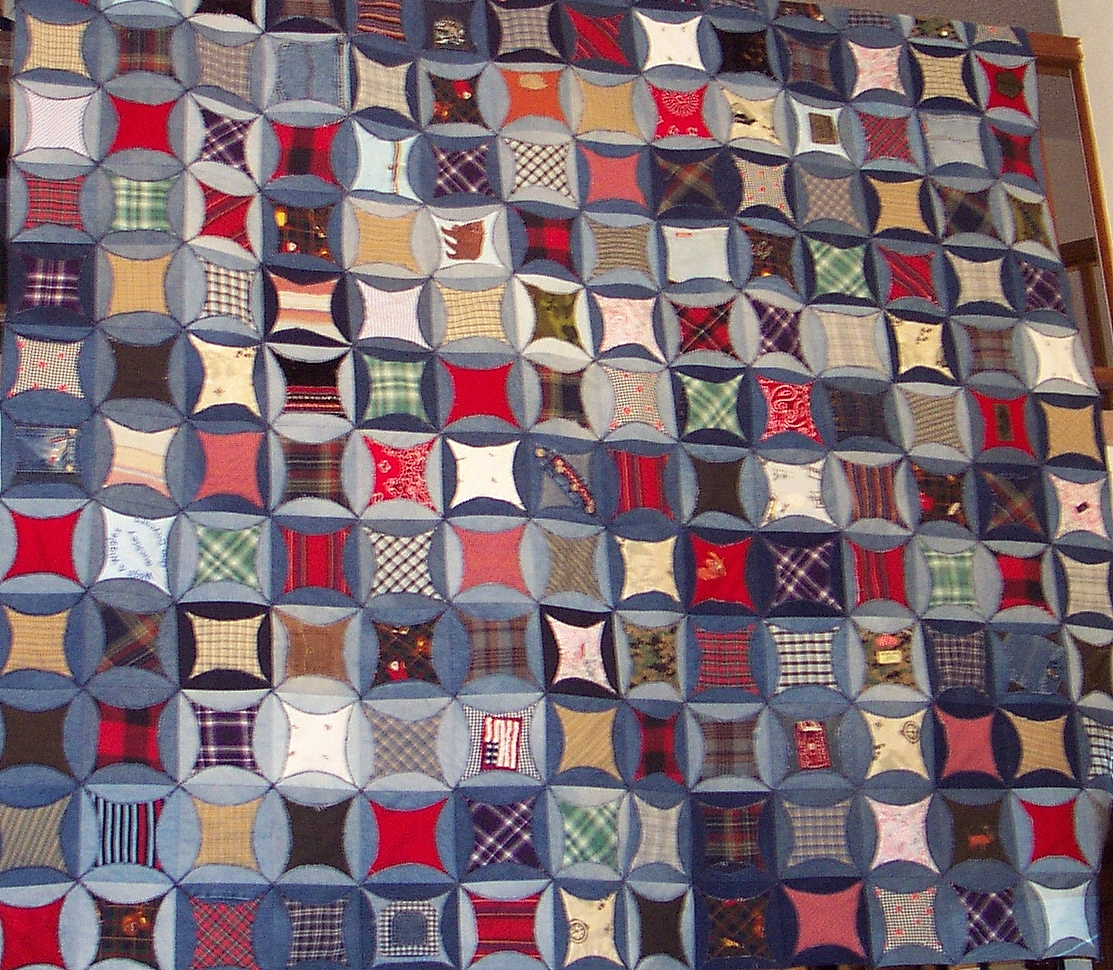 Quilt Inspiration: Faux cathedral windows from denim jeans : pattern for cathedral window quilt - Adamdwight.com