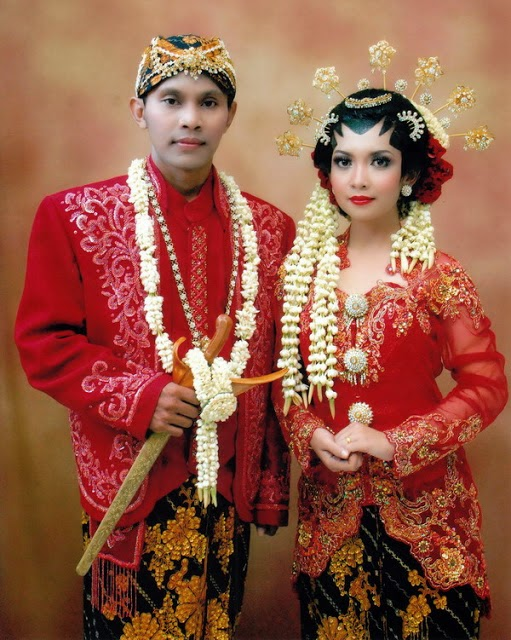 baju pengantin modern warna merah