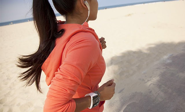 Lady Running with Samsung Gear S