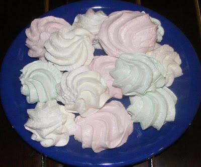 bezele, bezele de casa, dulciuri, prajituri, deserturi, retete si preparate culinare dulciuri si prajituri de casa, retete bezele, reteta bezele,