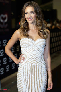 Jessica Alba Pictures in Strapless Dress at 2013 Social Star Awards Singapore ~ Celebs Next