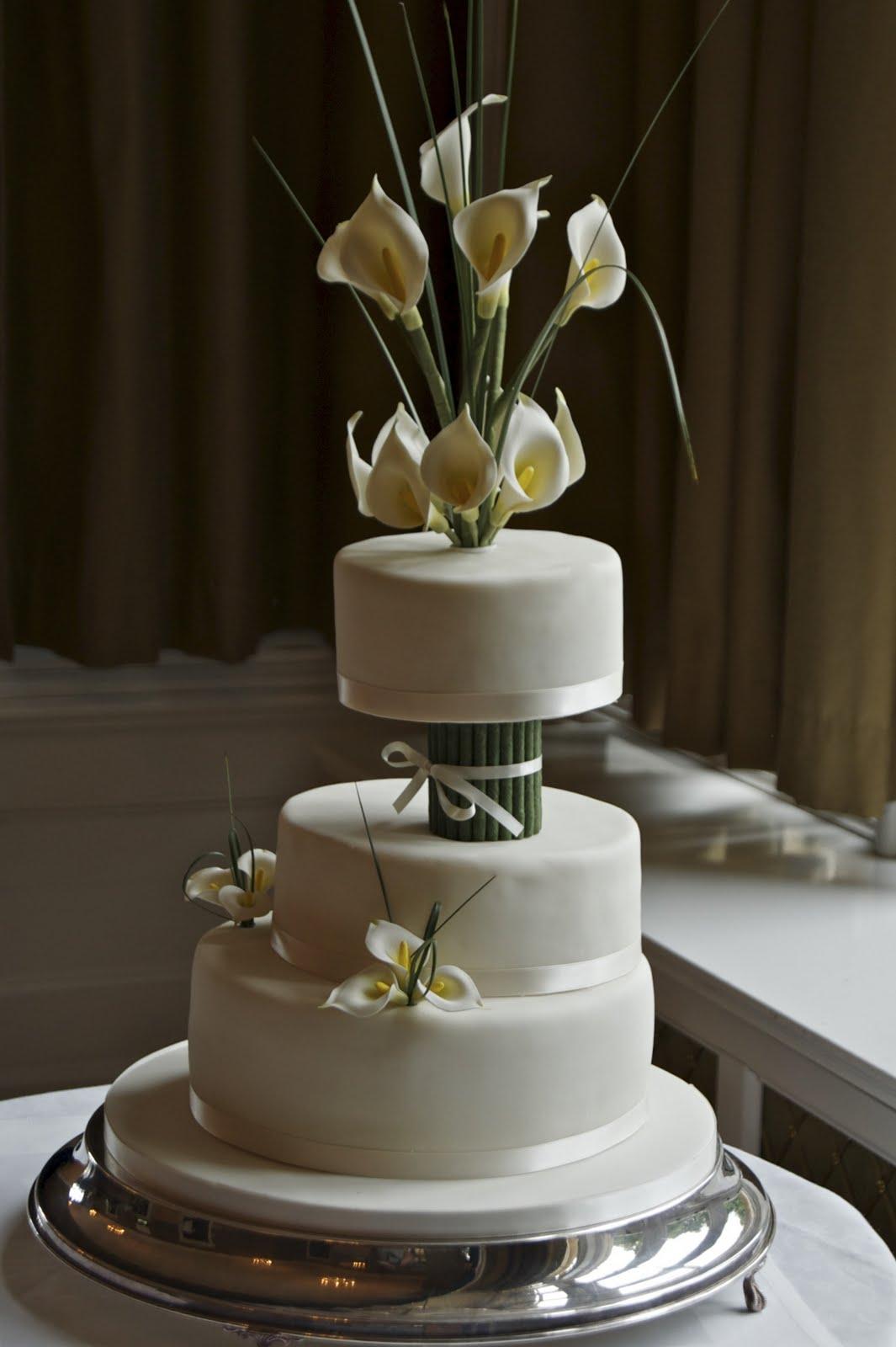 REAL LIFE Ivory calla lily wedding cake