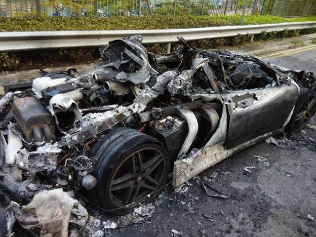 Siêu xe Ferrari F430 bốc cháy tại Hong Kong